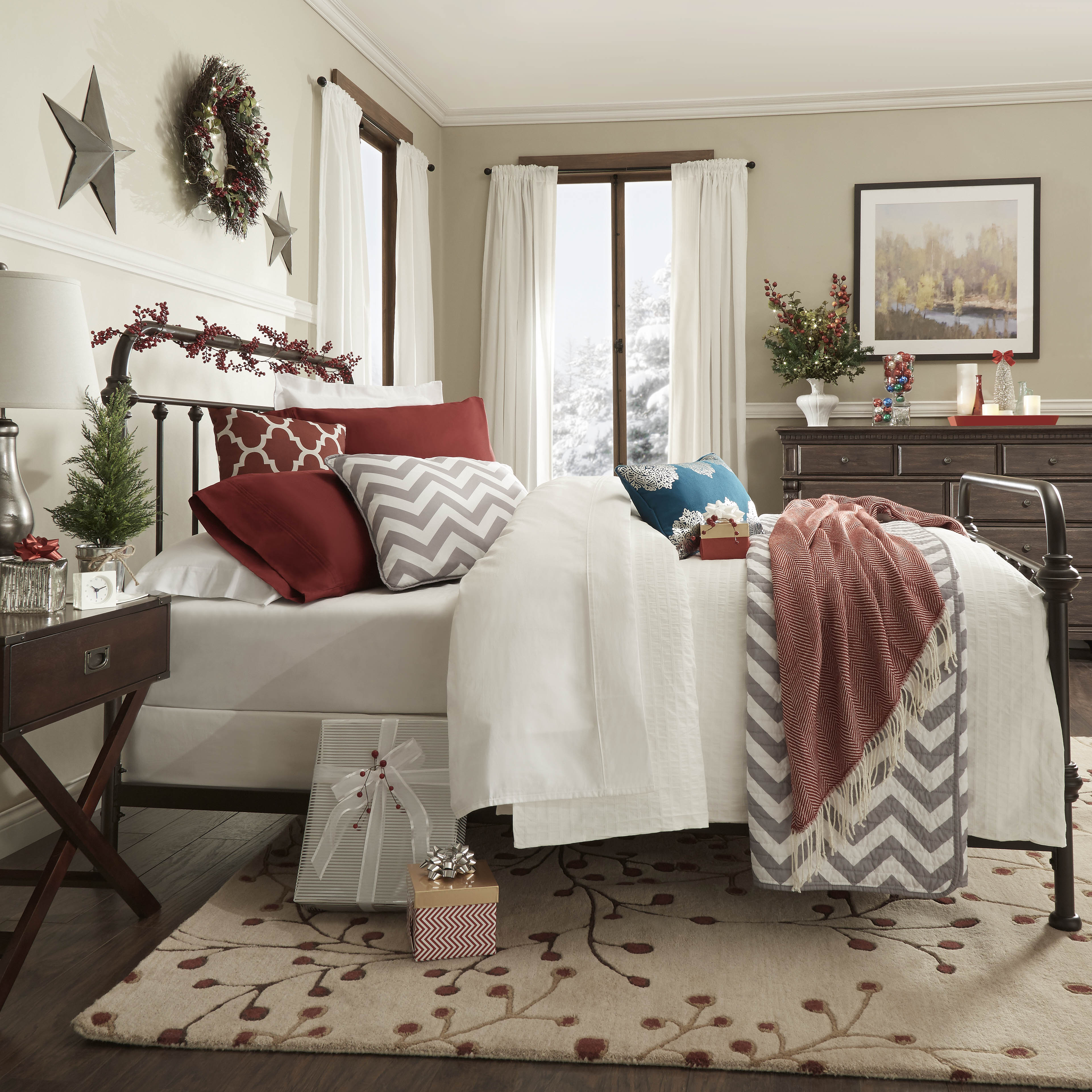 overview of iNSPIRE Q holiday bedroom decor (featuring bed, night stand, and dresser)