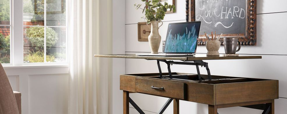 iNSPIRE Q Lift top desk with one USB charing port and wireless charging station