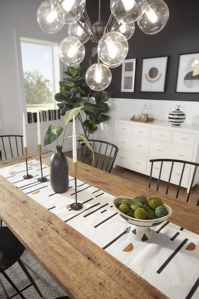 iNSPIRE Q Overview black and white table decor